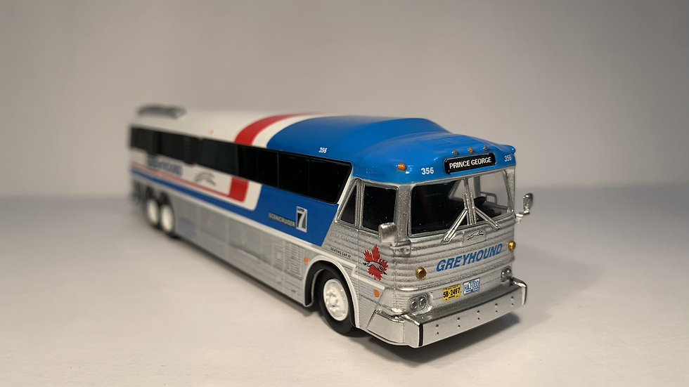 """87-0254 / 1:87 MCI MC-7 Greyhound Freighter """"PRINCE GEORGE"""" GPX Parcel Express"""
