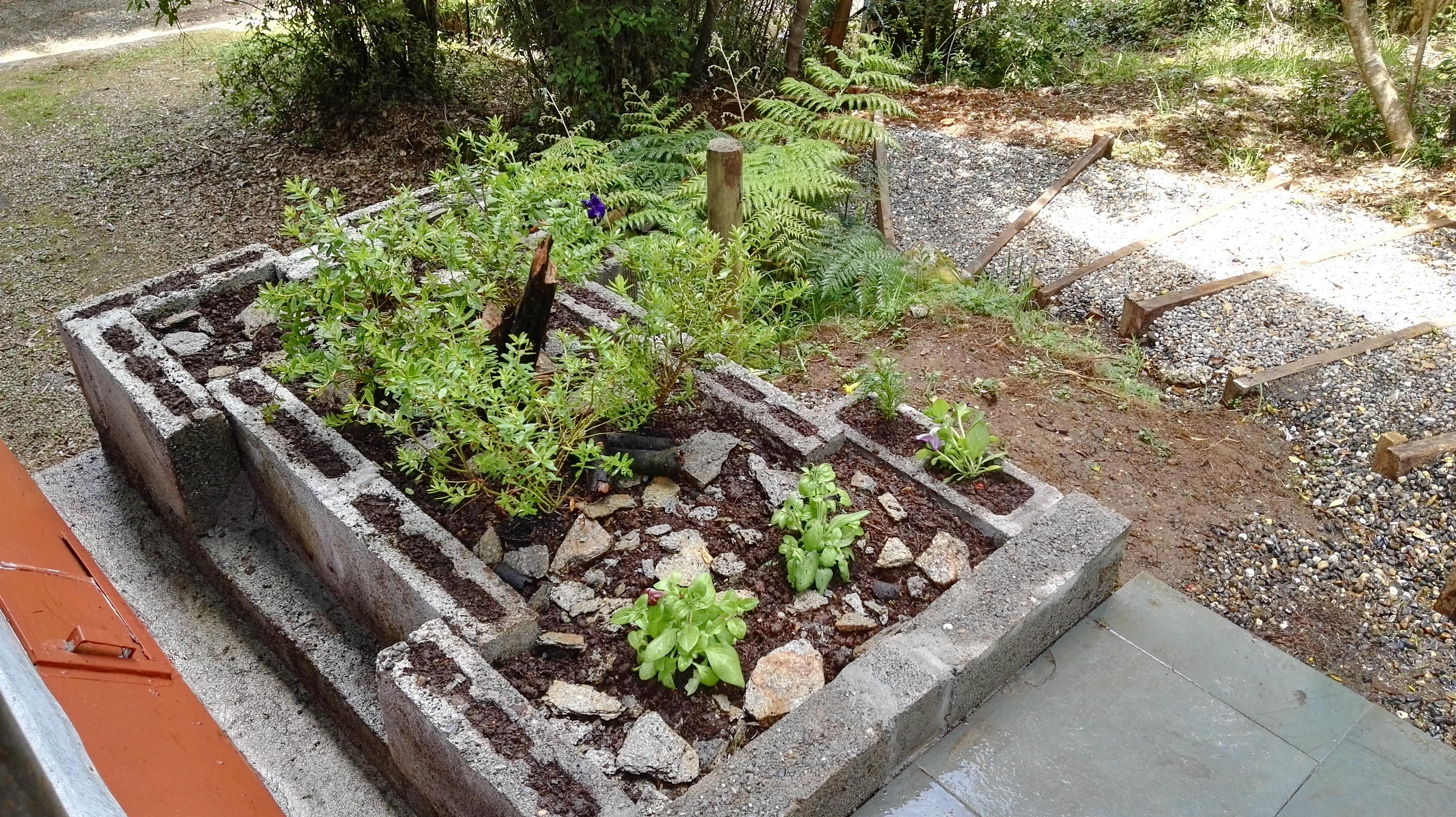 jardinería_ladrillos_de_cemento