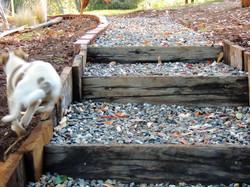 jardín escalera madera piedra