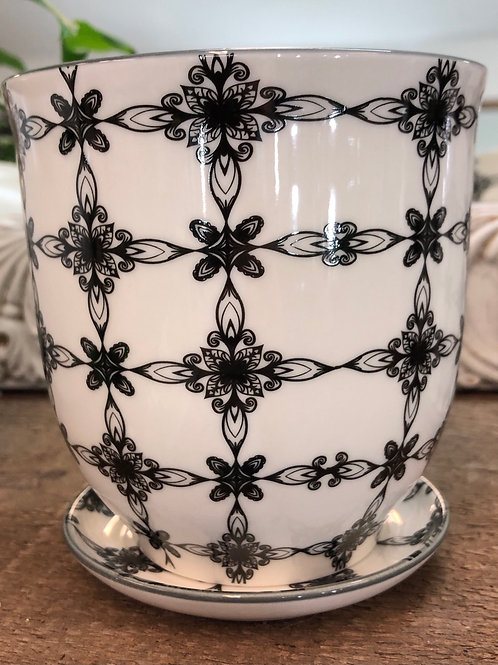 """Kaleidoscope Pot 4""""( has drainage holes and comes woth a saucer)"""