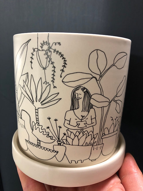 """A plant lover pot ( has drainage hole and saucer)4.5"""""""