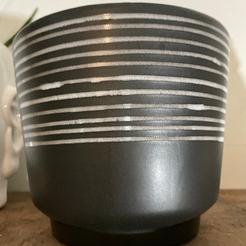 "Black / White stripe 6"" pot"