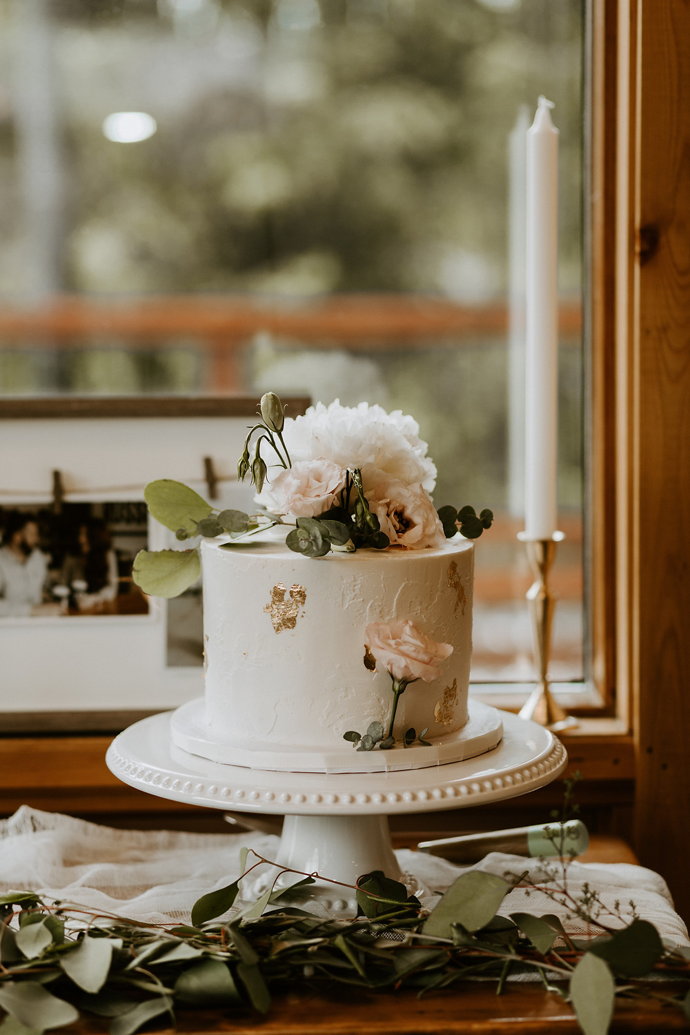 mount engadine lodge wedding cake