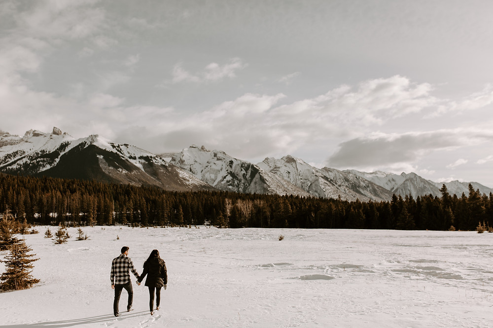 couple walking lake minnewanka