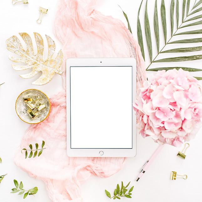 Blank screen tablet, pink hydrangea flow