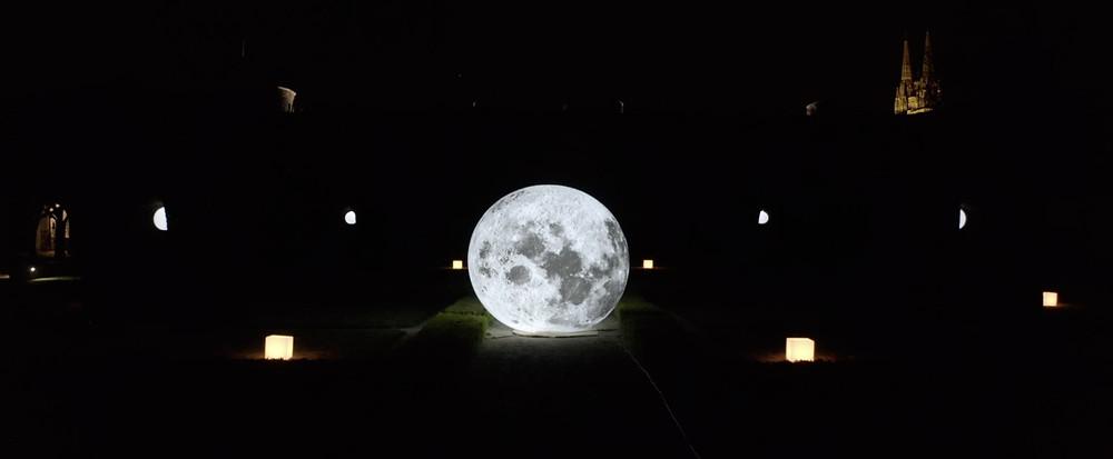 Lune géante au milieu de la nuit - Création vidéo Angers