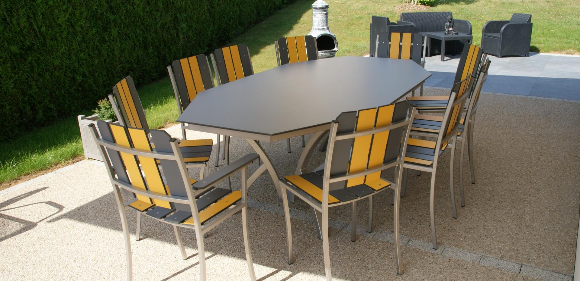 Table octogonale pieds cintrés inox