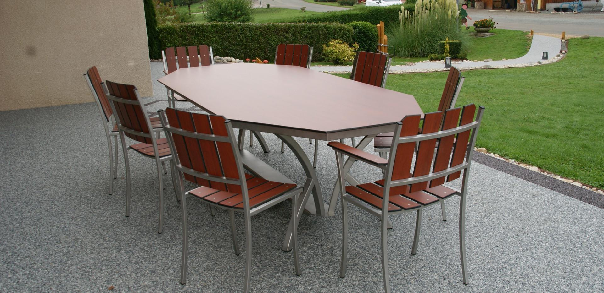 Table inox octogonale pieds cintrés