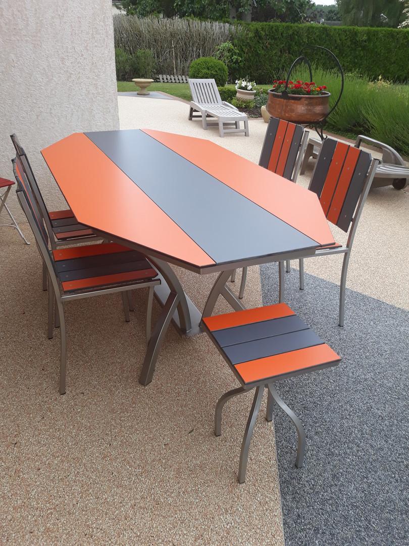 Table inox octogonale bi couleur orange