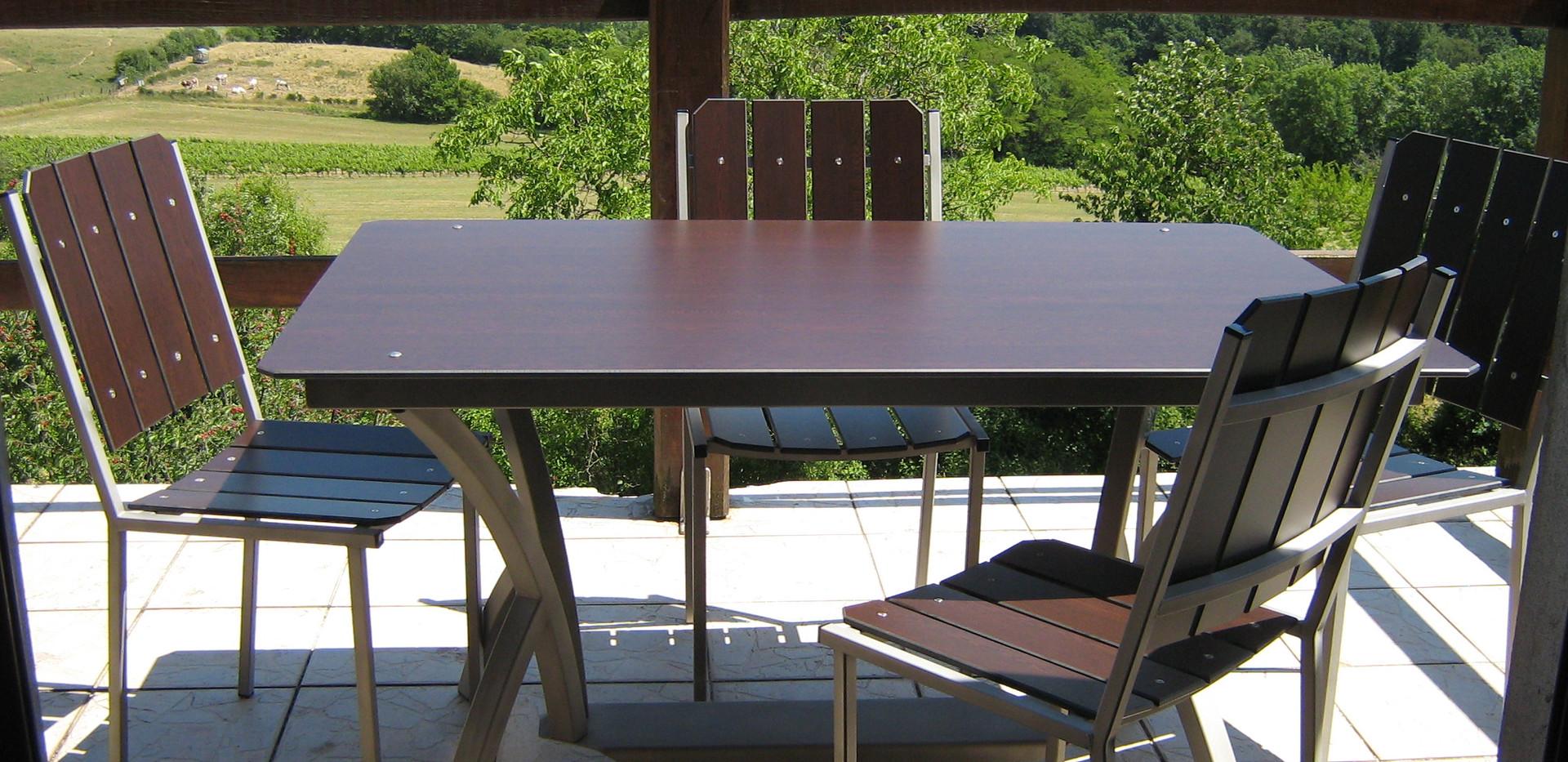 Table rectangulaire pieds cintrés inox