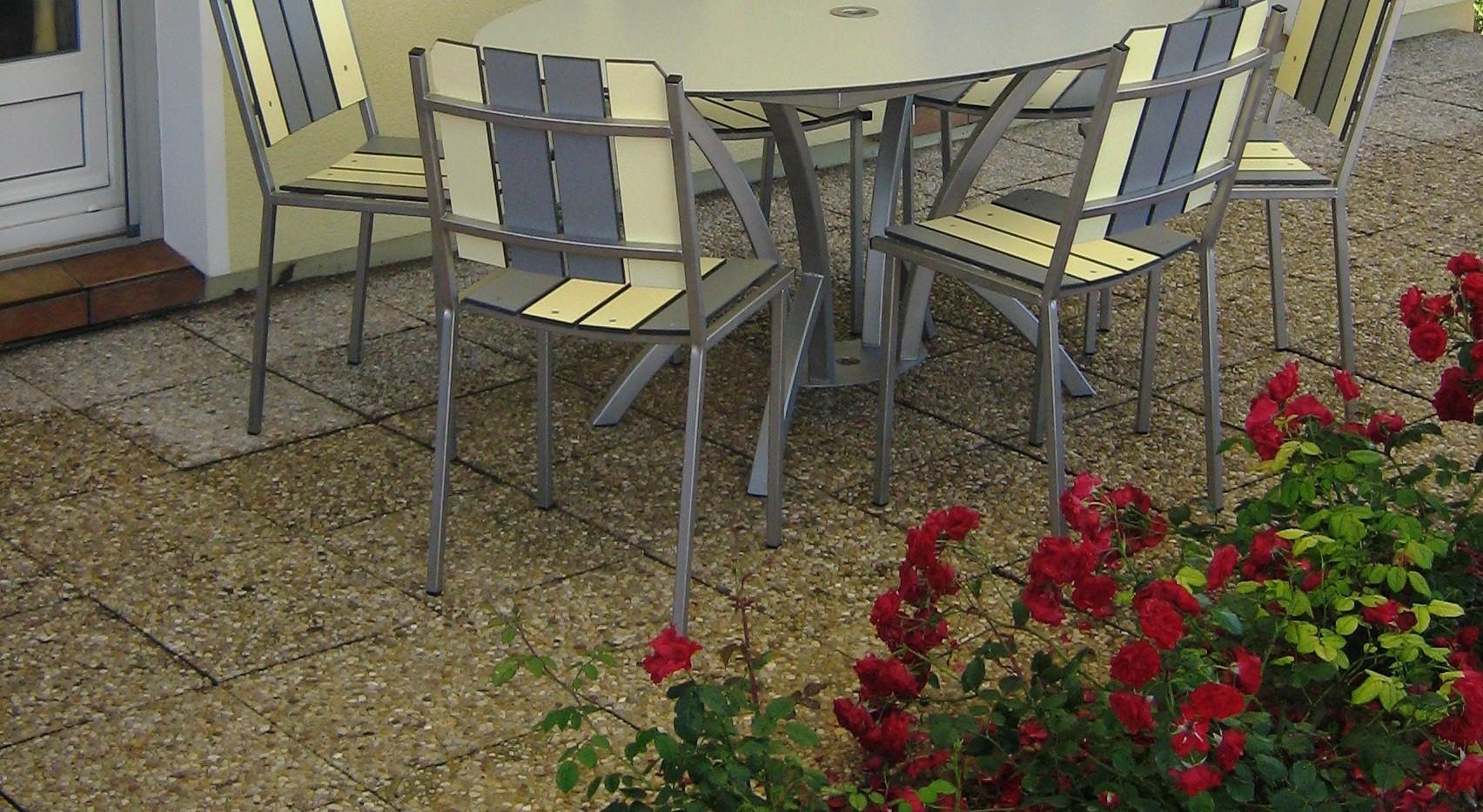 Table ovale pied central cintré inox