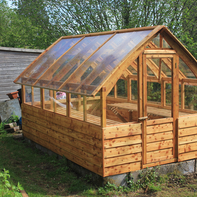 Polycarbonate curved roofed greenhouse