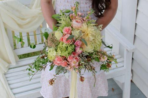 8-LL_Garden-Style-Bouquet.jpg
