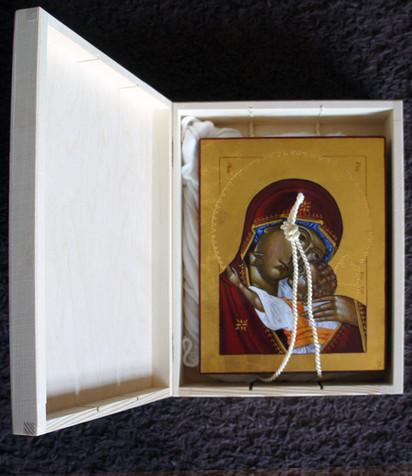 Eleusa w drewnianym opakowaniu prezentowym