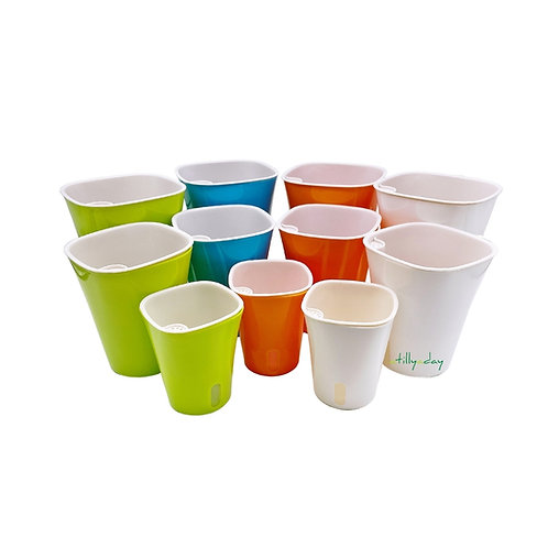 Self-watering pots in small medium and large sizes
