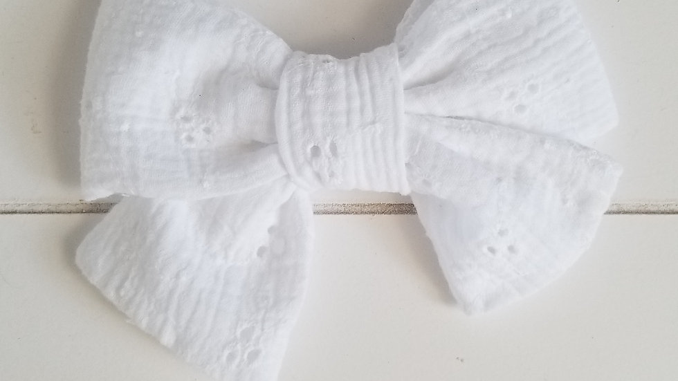 NOEUD BLANC BRODERIE À L'ANGLAISE