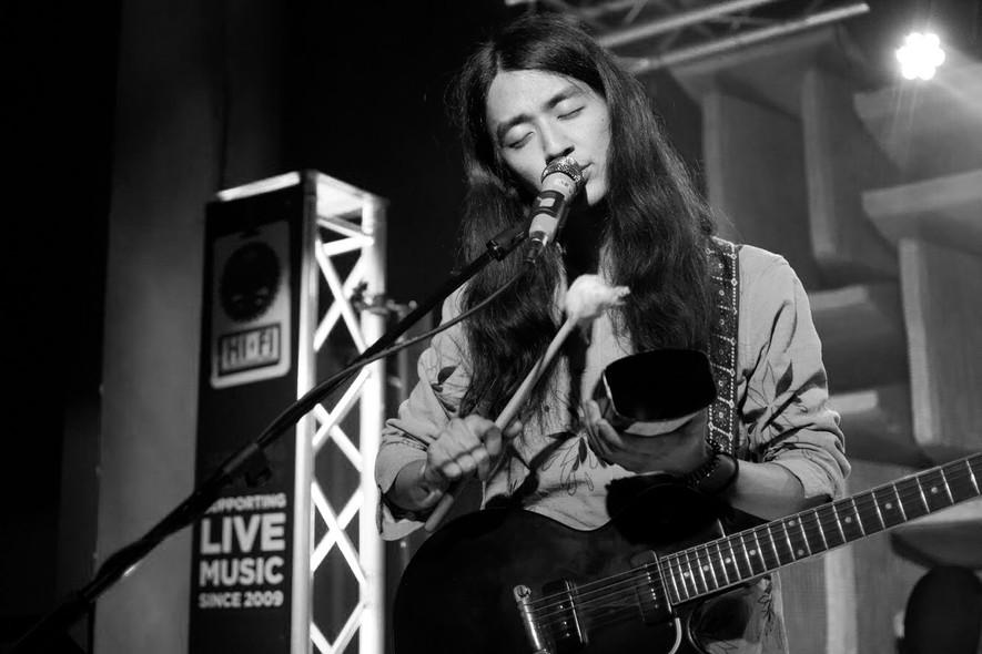 Tomo of Kikagaku Moyo performing at the Hi-Fi in Indianapolis, IN.