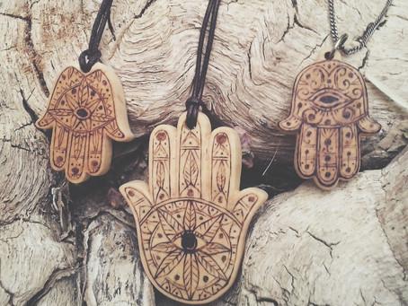 Fatima hands
