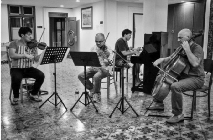 Gypsy Rondo Quartet in jeans, flip flops, tees and shorts