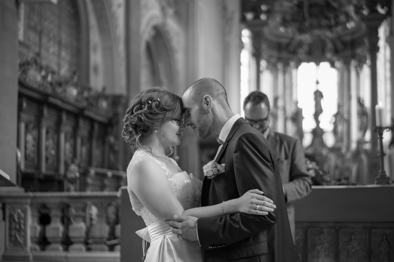 Verliebtes Hochzeitspaar Comburg