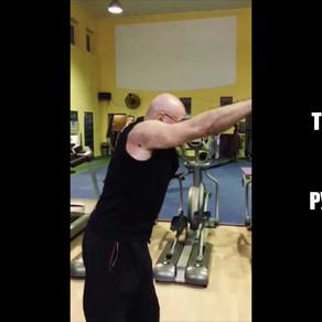 Упражнение для мышц спины. Тяга верхнего блока прямыми руками к себе