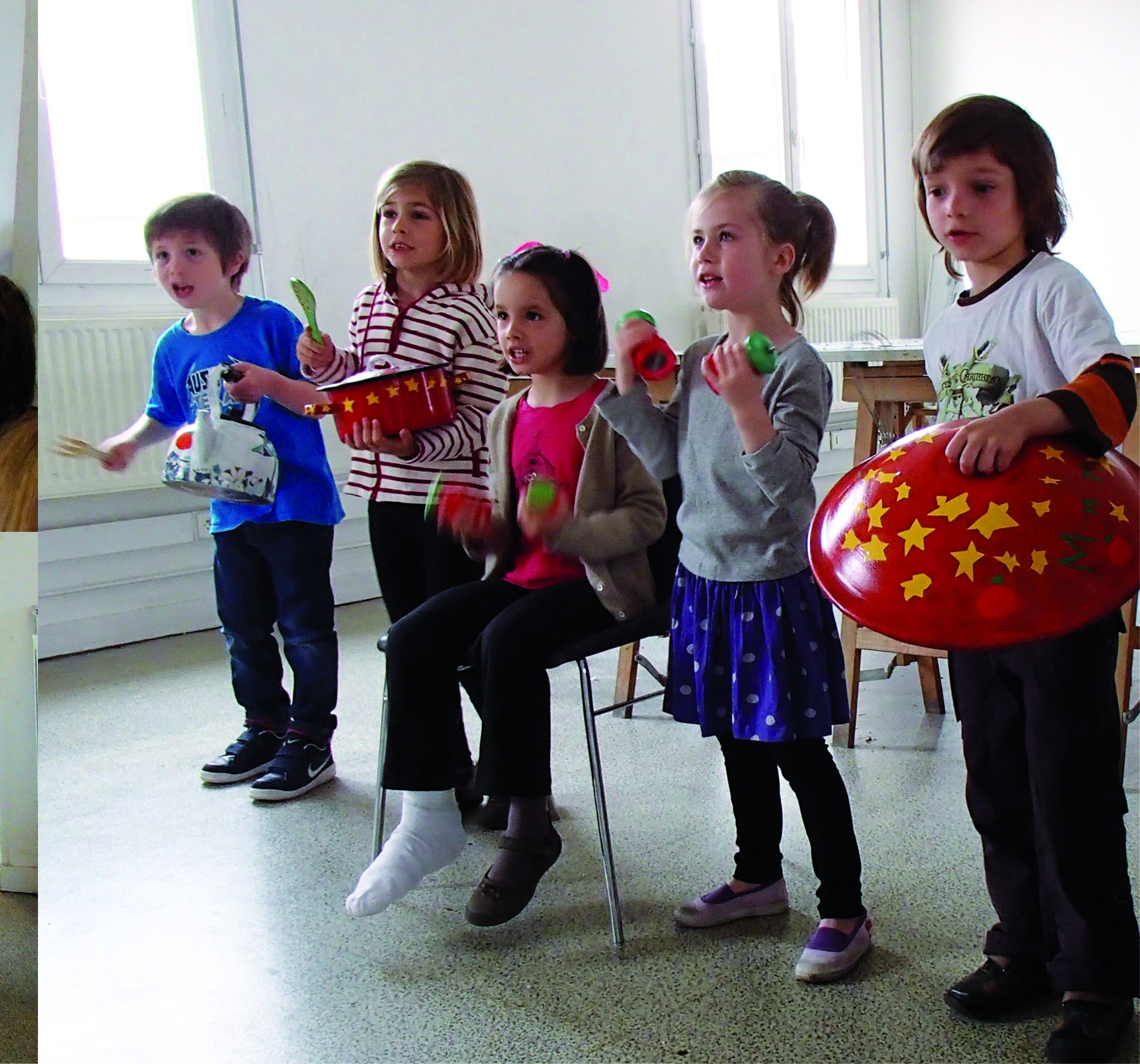 stage_enfant_peinture_et_percussion_sur_vaisselle_la_cuisine_de_Léo_Lunatine_Ced