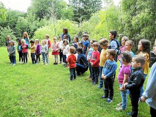 Enfance en chanson sur les chemins communaux
