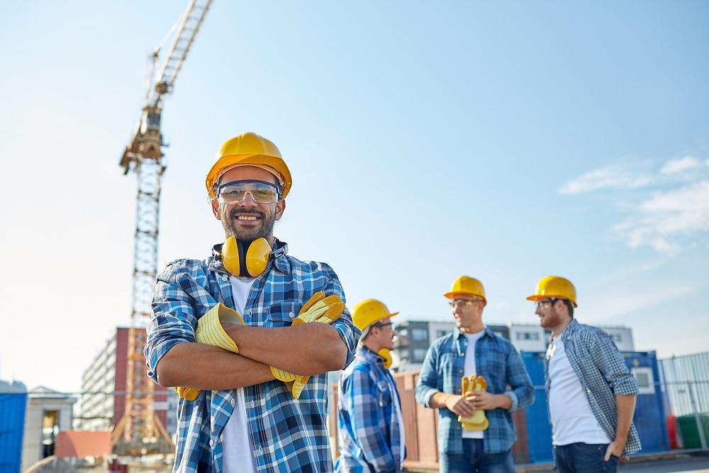 lideres da construção civil tornando sua equipe eficiente por meio de apontamento eletronico