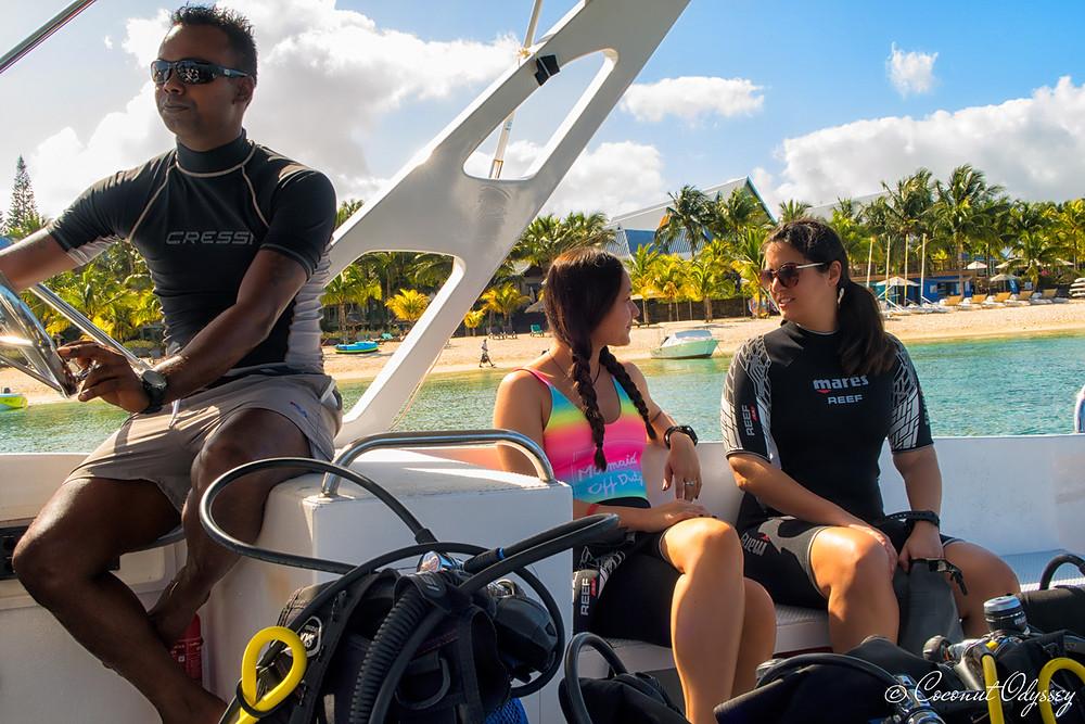 female scuba divers PADI in Mauritius on boat