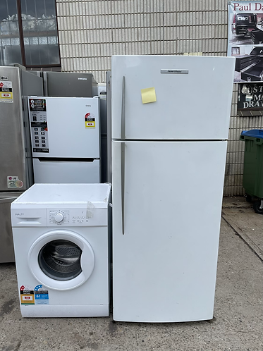 FISHER AND PAYKEL 447 LITRES FRIDGE FREEZER AND INALTO 5 KGS WASHING MACHINE .
