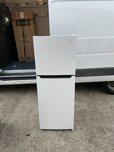 CHIQ 218 LITRES FRIDGE FREEZER .