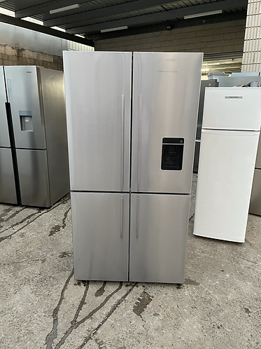 FISHER & PAYKEL 620 LITRES FOUR DOOR FRIDGE FREEZER .