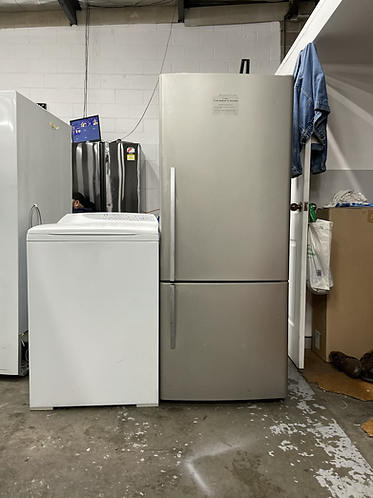 FISHER AND PAYKEL 442 LITRES FRIDGE FREEZER AND FISHER AND PAYKEL 7.5 KGS WASHIN