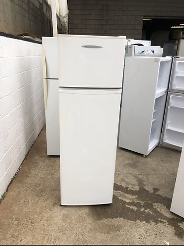 FISHER & PAYKEL 248 LITRES FRIDGE FREEZER.