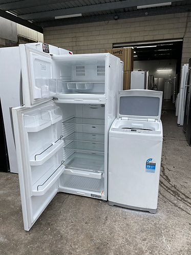 FISHER AND PAYKEL 380 LITRES FRIDGE FREEZER AND HAIER 6 KGS WASHING MACHINE .