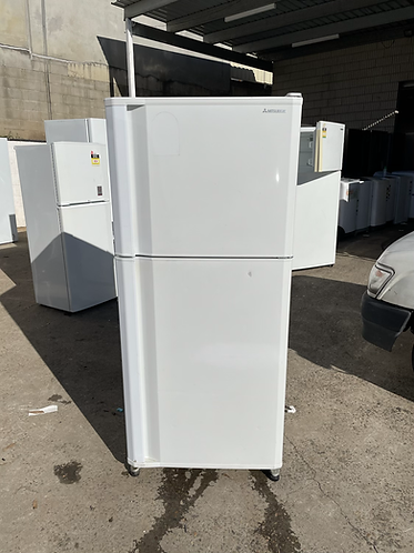 MITSUBISHI 385 LITRES FRIDGE FREEZER.