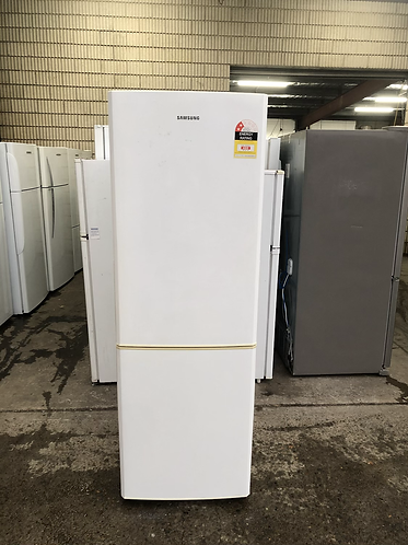 SAMSUNG 324 LITRES FRIDGE FREEZER.