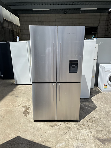 FISHER & PAYKEL 618 LITRES FOUR DOOR FRIDGE FREEZER.