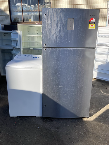 WESTINGHOUSE 537 LITRES FRIDGE FREEZER AND FISHER AND PAYKEL 5.5 KGS WASHING MAC