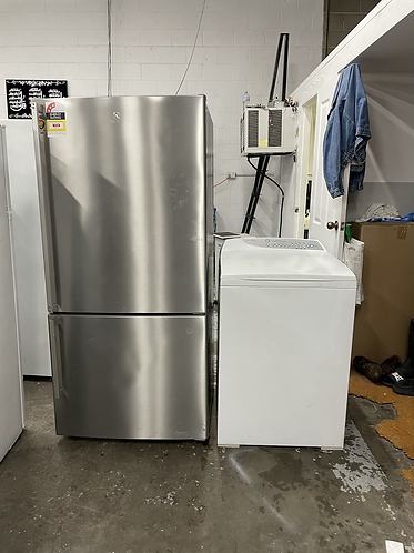 ELECTROLUX 510 LITRES FRIDGE FREEZER AND FISHER AND PAYKEL 7.5 KGS WASHING MACHI