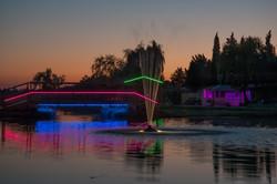 pont et jet d'eau