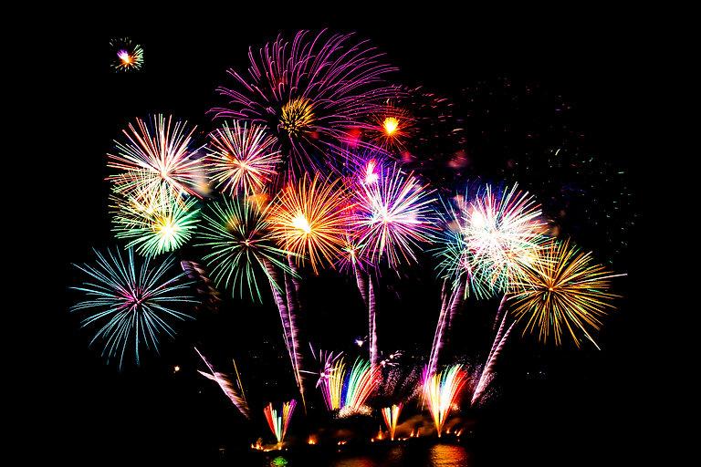 beautiful-fireworks-display-black-sky.jp