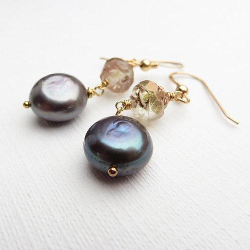Deco Rose Black Pearl Gold Earrings