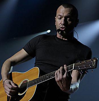 Biagio Antonacci es un cantante y compositor italiano muy exitoso - Conociendo a los cantantes italianos