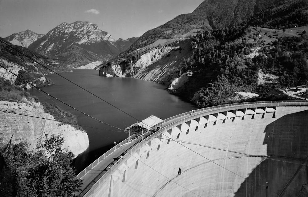Lago artificiale sostenuto dalla diga. Estate 1963