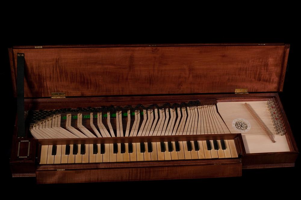 Clavicordio; instrumento parecido al piano