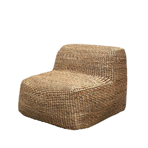 Hand-crafted from strong, durable Water Hyacinth, this lounger has a wonderful organic texture and beautiful variegated hues.