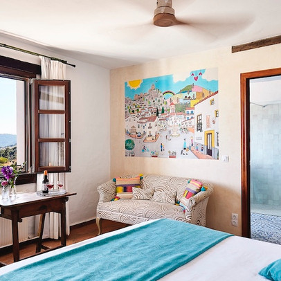 Spacious-hotelroom-decorated-walls-El Pu