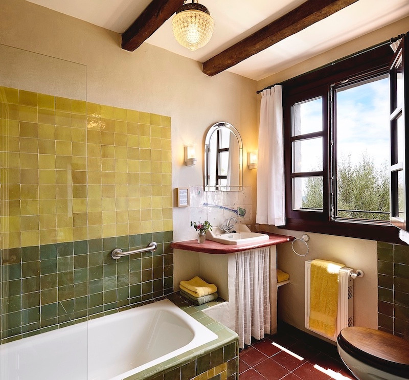 Hotelroom-ensuite-bathroom-gaucin-Almend
