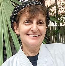 ג'יל שיימס עובדת סוציאלית מדריכה לקראטה והגנה עצמית מעצימה